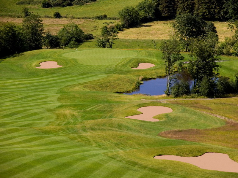 Castle-Leslie-luxury-golf-collection